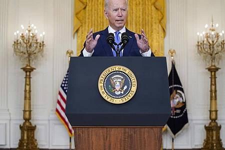 US-Präsident Joe Biden hat Sanktionen gegen finanzielle Unterstützer der Terrororganisation Al-Kaida in der Türkei verhängt. Foto: Evan Vucci/AP/dpa